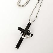 cruz y un collar de anillos