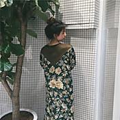 小さな新鮮な花のステッチ底入れドレスドレス本物のショット