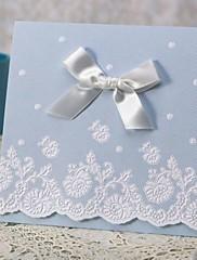 """Nepřizpůsobeno složený třikrát Svatební Pozvánky Pozvánky-50 Kusů v sadě Klasický styl Embosovaný papír 4 ¾""""×5 ½"""" (12 cm*14,5 cm) Mašličky"""