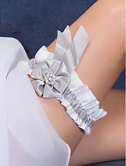 satén a pearl flower svatební podvazek