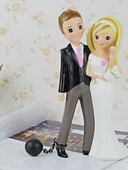 primeros de la torta de la muñeca de los amantes con los artículos de equipamiento de la flor