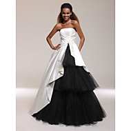 Prom / Formal Evening / Quinceanera / Sweet 16 Dress - Plus Size / Petite A-line / Ball Gown / Princess Strapless Floor-lengthSatin /