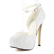 Très belles chaussures de mariée en dentelle talon aiguilles brides