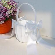 klassisk blomsterpike kurv i hvit sateng med buer