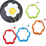 Flower Shaped Silicone Scramble Egg Mold Ring Breakfast Omelette Mould (Random Color)