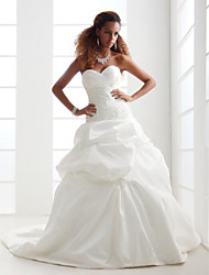 A-line/Princess Plus Sizes Wedding Dress - Ivory Chapel Train Sweetheart Satin/Taffeta