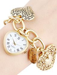 Женские аналоговые кварцевые часы-браслет с корпусом в форме сердца (золотистые)