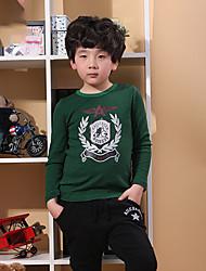 мультфильм выводит мальчиков с длинным рукавом футболки