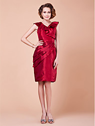 Sheath/Column Plus Sizes / Petite Mother of the Bride Dress - Burgundy Knee-length Sleeveless Taffeta