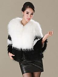 Neweisi classique de couleur de charme Faux Fur Coat