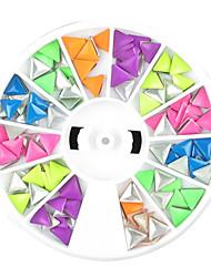 1PCS ruedas Decoraciones Triángulo Colorido Rivet forma de la uña