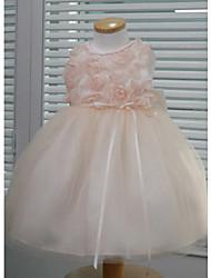 Сращивание девушки с цветком списку платье