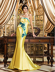 Formal Evening Dress - Daffodil Plus Sizes Trumpet/Mermaid Strapless Sweep/Brush Train Satin