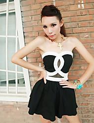 Contraste sin tirantes con estilo de las mujeres del color de la gasa mini vestido plisado