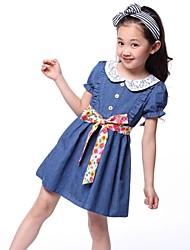 Vaquero vestido de niña de verano