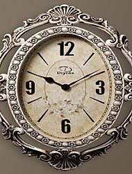 "26.4 ""H Antique Delicate Oval Cremoso Branco Resina Relógio de parede"