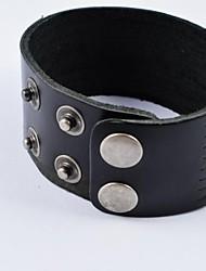 pulseiras de couro largas pretas da forma dos homens