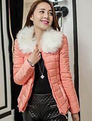 De lavendel vrouwen korte roffel warme jas