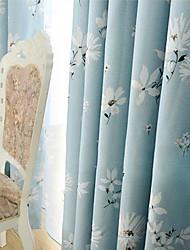 zwei Platten pastoralen kleinen weißen Blüten Raumverdunklungsvorhang
