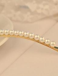 épingles à cheveux de perles à la main