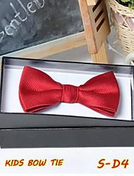 série de cravates D de garçon plus de couleurs