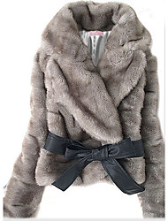 abrigo gris dama de pelo de conejo con cinturón
