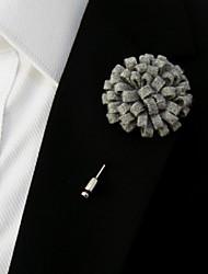 laine gris clair à la main des hommes mêle fleurs de revers boutonnière
