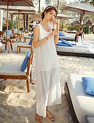 vestido de renda branca da praia das mulheres