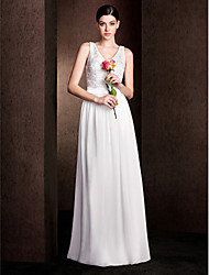 Lanting Bride® Floor-length Chiffon / Lace / Stretch Satin Bridesmaid Dress - Sheath / Column V-neck Plus Size / Petite with Lace