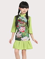 Vestido chinês cheongsam tradicional das meninas