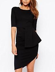 le noir des femmes se rassemblent côté mini-robe asymétrique