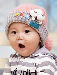 les champignons d'hiver pour enfants de chapeau tricot