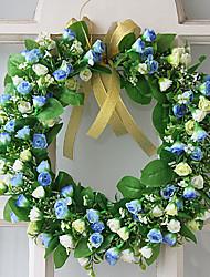 azul e pequenas flores brancas decoração pendurado