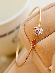 Браслет разомкнутое кольцо Стразы Уникальный дизайн Мода В форме сердца Бижутерия Цвет экрана Бижутерия 1шт