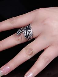 Women Vintage Asymmetric Size Leaf Shape  Alloy Ring