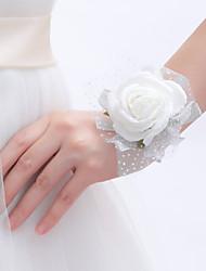 Petit bouquet de fleurs au poignet ( Blanc , Mousse ) Roses