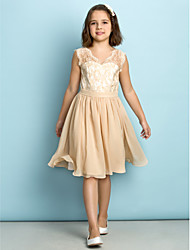 Lanting Bride® Knee-length Lace Junior Bridesmaid Dress - Mini Me A-line V-neck with Lace