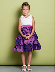 A-line Knee-length Flower Girl Dress - Satin / Taffeta Sleeveless Scoop with Bow(s) / Flower(s)