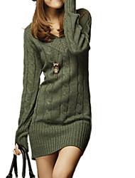 v cuello de la mujer suéter largo delgado