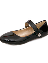 Women's Shoes Patent Leather Flat Heel Round Toe Flats Wedding / Party & Evening / Dress / Casual Black / Green