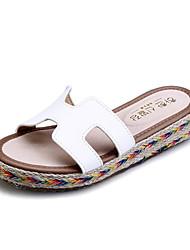 женская обувь пу плоские пятки комфорт / круглые сандалии пальца ноги платье черный / коричневый / зеленый / белый