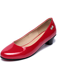 Women's Shoes Patent Leather Chunky Heel Heels / Round Toe Heels Office & Career / Dress / Casual Black / Red / White