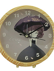 mute horloge mignon numérique multi-fonctionnelle alarme (couleur aléatoire)