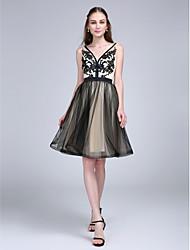 2017 ts Couture® bal cocktail robe d'une ligne-v-cou genou tulle avec appliques / châssis / ruban