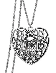 Europe Hollow Heart-Shaped Pendant Necklace