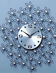 Modern/Zeitgenössisch / Leger Familie Wanduhr,Kreisförmig Metall 44*44*4 Innen/Aussen / Drinnen / Draußen Uhr