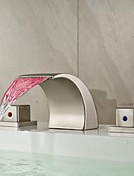 Moderno Difundido LED / Cascata with  Válvula Cerâmica Duas alças de três furos for  Níquel Escovado , Torneira pia do banheiro