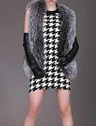 Women's Casual/Daily Cute Fur Coat,Solid Round Neck Sleeveless Winter Gray Faux Fur Medium