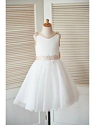 une ligne de genou longueur robe fille fille - satin tul sans manches scoop cou avec arc (s) dentelle par thstylee
