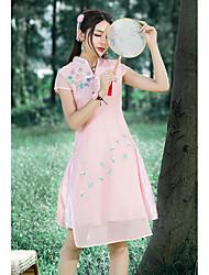 Signe une robe de broderie à la mode et de longues sections slim fine rétro amélioré cheongsam femmes